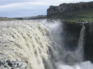 Водопад Деттифос на реке Йёкюльсау-ау-Фьёдлюм в северо-восточной Исландии. //  Фото Челнокова Г.А. 2004 г.