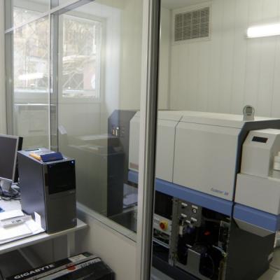 Масс-спектрометр высокого разрешения для рутинного элементного и изотопного анализа ELEMENT-XR