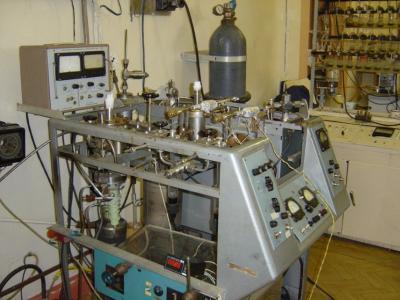 Высоковакуумная установка для выделения кислорода из силикатов и окислов методом фторирования