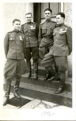 Михаил Васильевич – крайний слева, стоят – Белоусов, Фомин, Камчатнов, Германия, февраль, 1946 г.