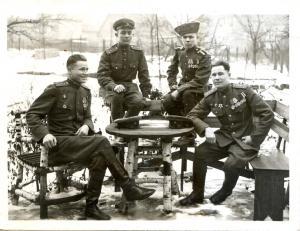 Гвардии капитан Михаил Васильевич Заяшников – крайний слева, февраль, 1946 г.