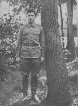 Иван Николаевич Зайцев - С фронта пришло лишь одно его письмо, сопровождаемое фотографией