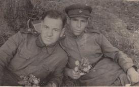 Иван Савин на фронте с другом