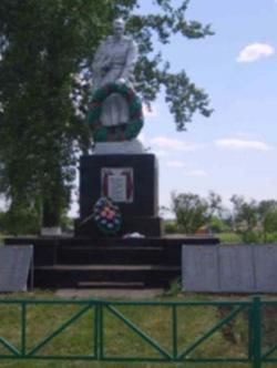 Чупров Петр Устинович похоронен в братской могиле в центре села Шахово Прохоровского района Белгородской области