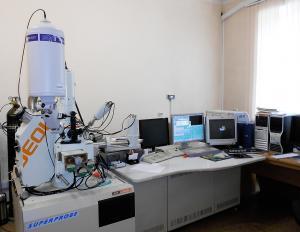 Четырехканальный микроанализатор JXA 8100